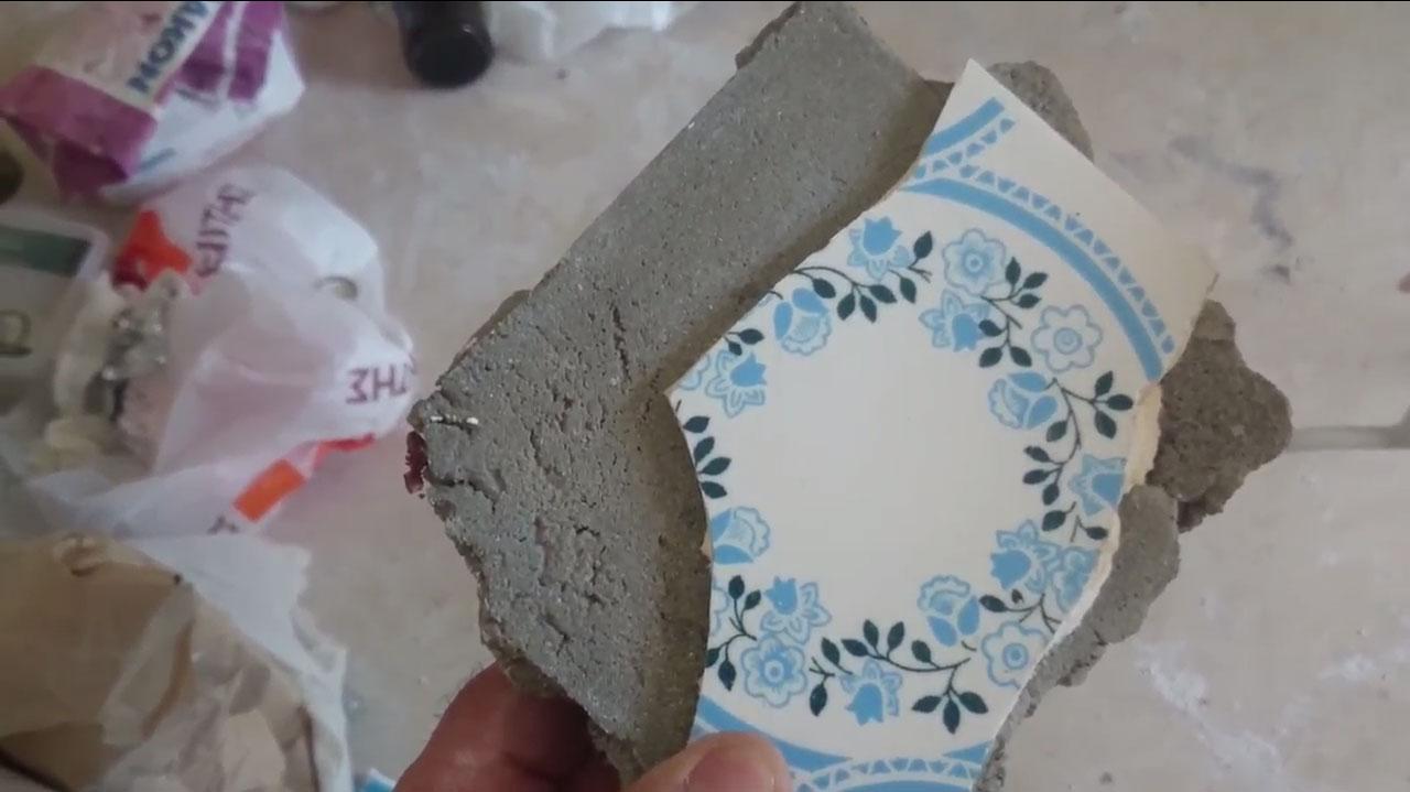 Ασφαλής επικόλληση πλακιδίων στην ανακαίνιση μπάνιου