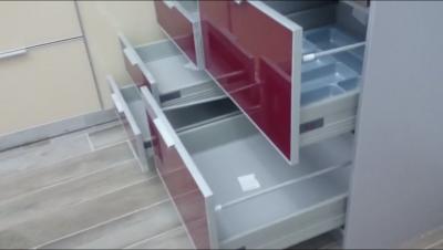 Συρτάρια στην ανακαίνιση κουζίνας